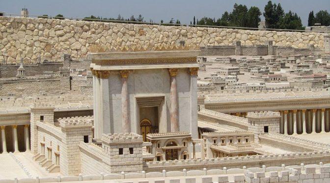 Die Kirche ist der Tempel, in dem der Heilige Geist wohnt, der sie beseelt, leitet und stützt